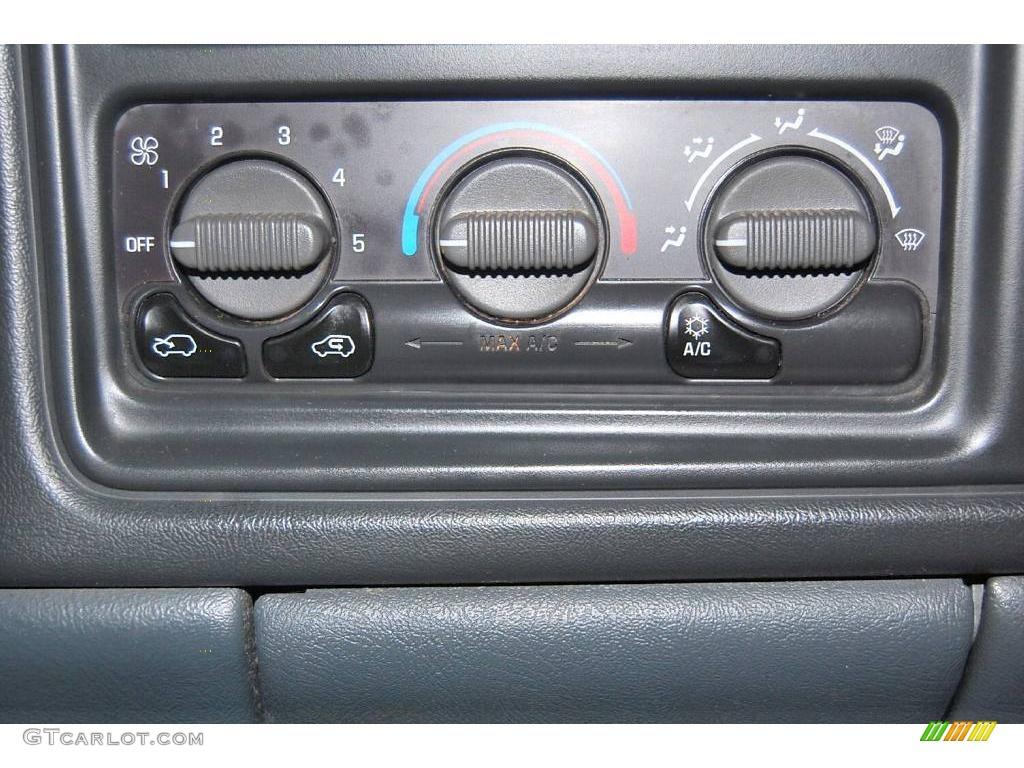 2002 Silverado 1500 LS Extended Cab - Onyx Black / Graphite Gray photo #29