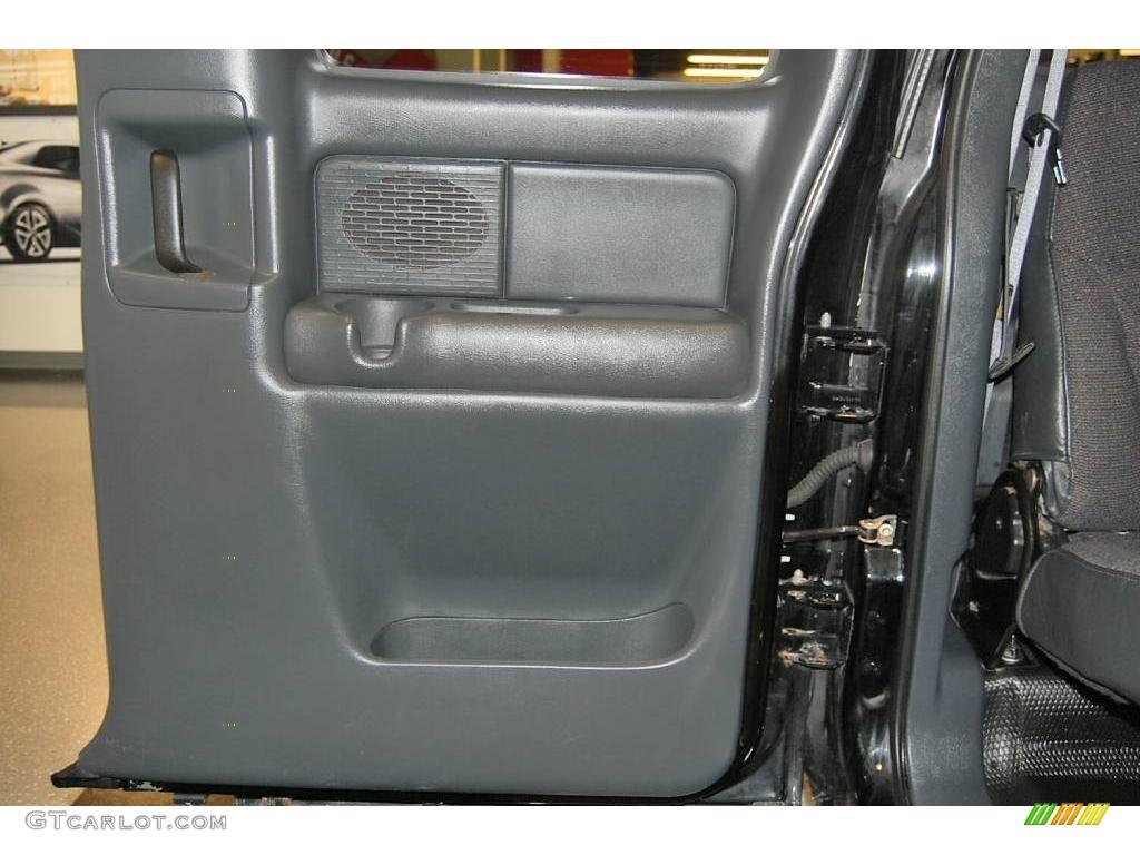 2002 Silverado 1500 LS Extended Cab - Onyx Black / Graphite Gray photo #33