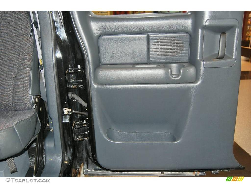 2002 Silverado 1500 LS Extended Cab - Onyx Black / Graphite Gray photo #34