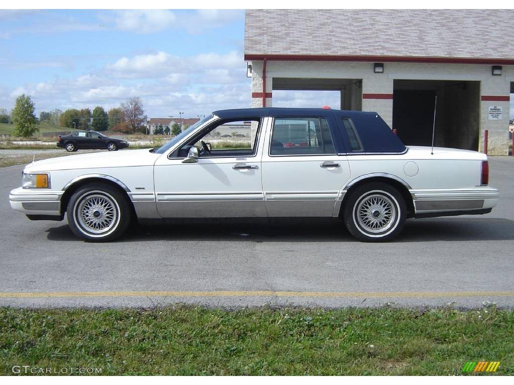 1994 performance white lincoln town car signature 19148598 photo 2 car color. Black Bedroom Furniture Sets. Home Design Ideas