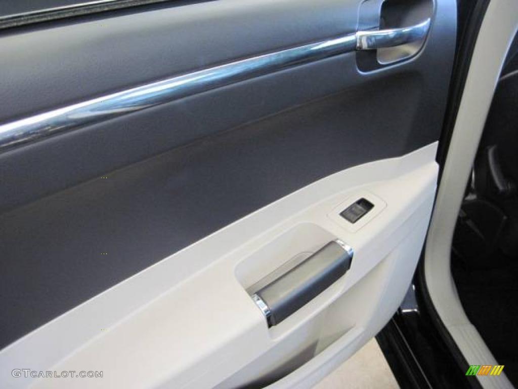 2005 300 C SRT-8 - Brilliant Black Crystal Pearl / Dark Slate Gray/Light Graystone photo #13