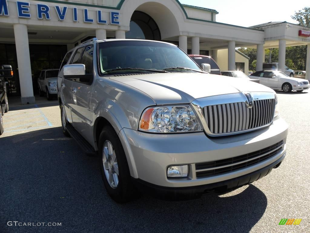 2006 silver birch metallic lincoln navigator luxury. Black Bedroom Furniture Sets. Home Design Ideas
