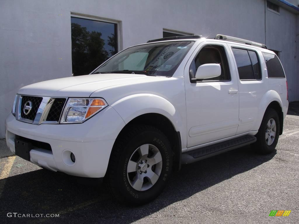 2005 avalanche white nissan pathfinder se 4x4 19355785. Black Bedroom Furniture Sets. Home Design Ideas