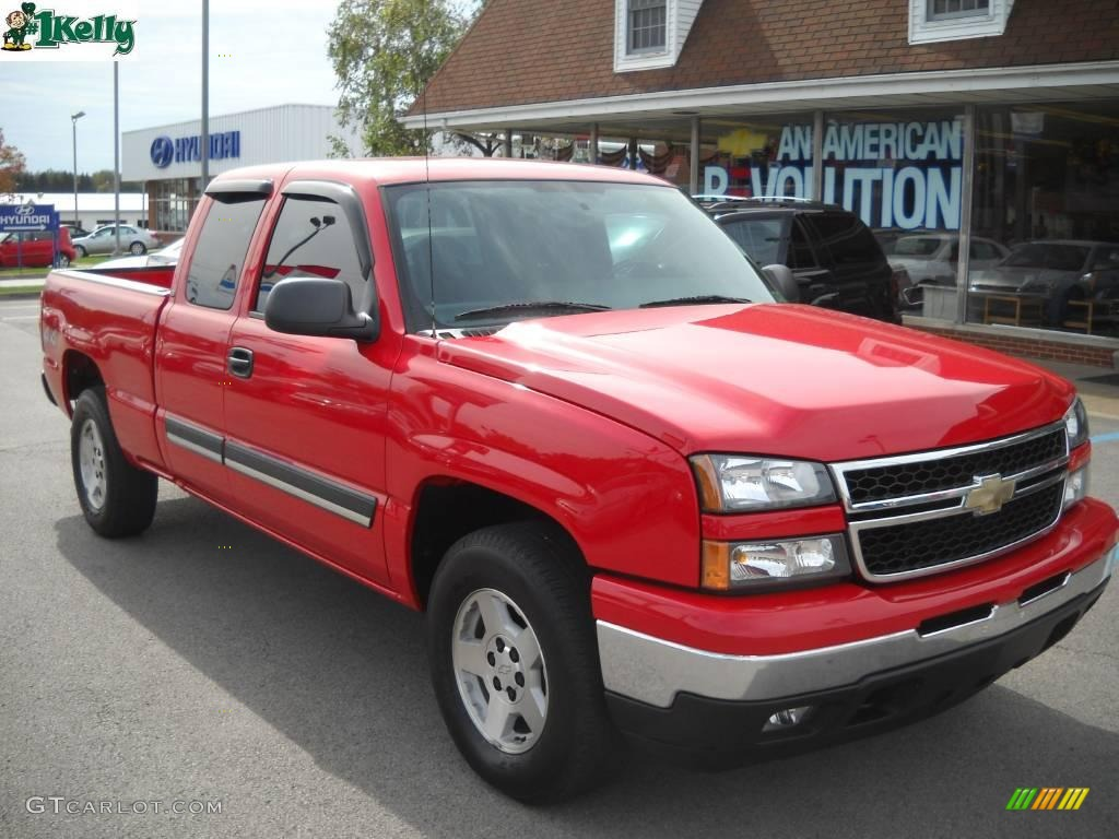 2006 Silverado 1500 LT Extended Cab 4x4 - Victory Red / Medium Gray photo #1