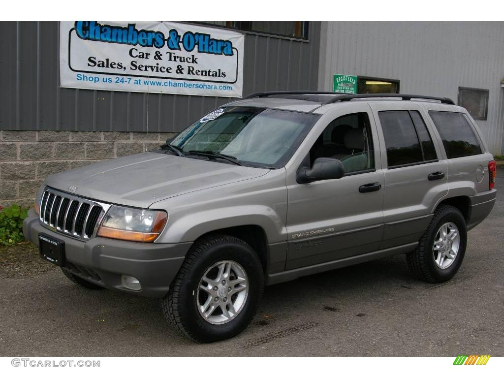 Superb Silverstone Metallic Jeep Grand Cherokee