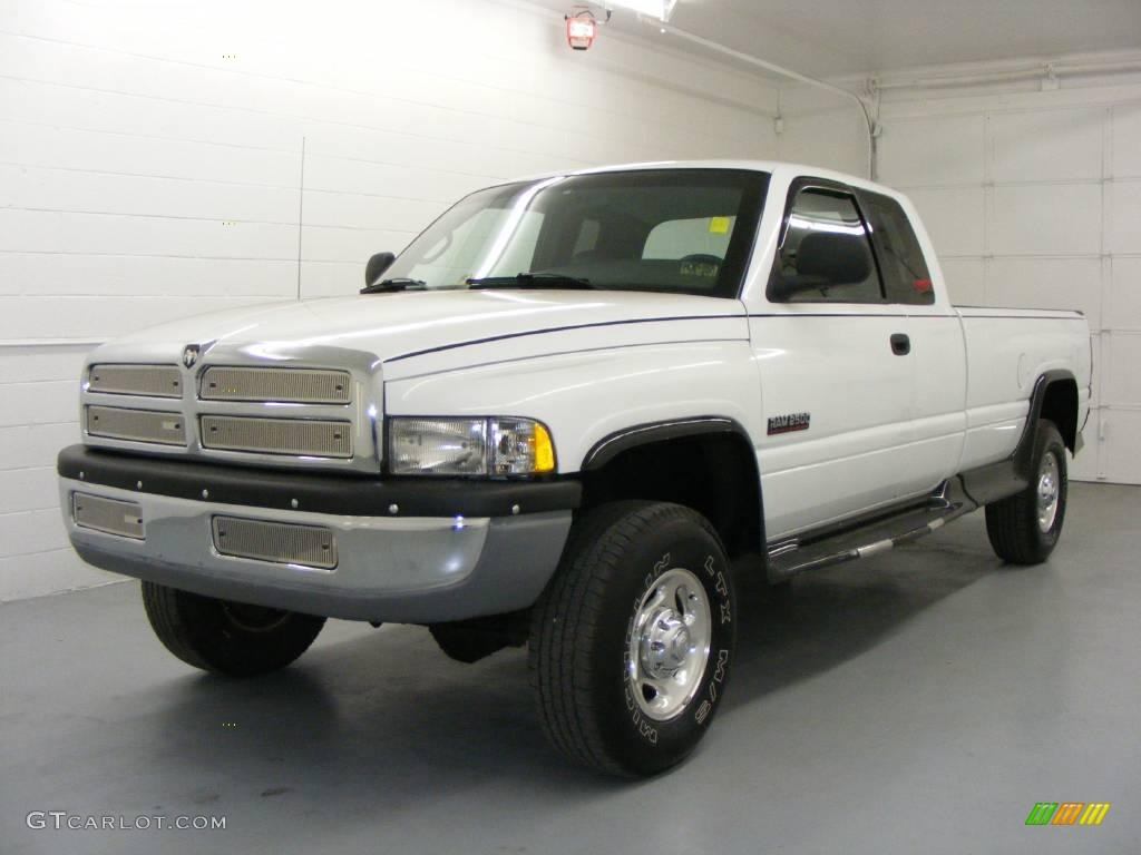 2000 bright white dodge ram 2500 st extended cab 4x4. Black Bedroom Furniture Sets. Home Design Ideas