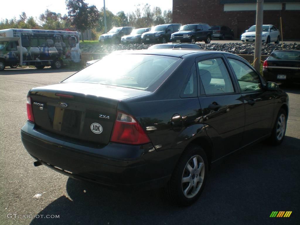 2005 Focus ZX4 SE Sedan - Pitch Black / Dark Flint/Light Flint photo #9