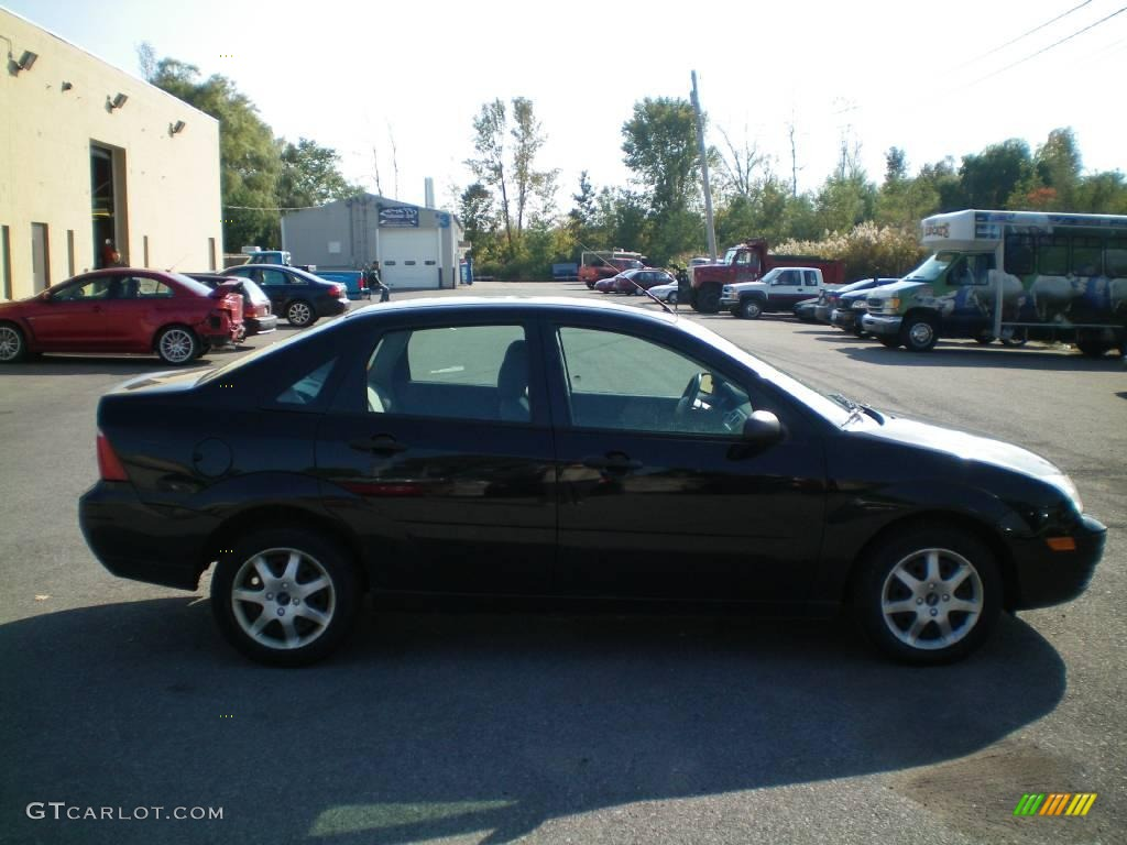 2005 Focus ZX4 SE Sedan - Pitch Black / Dark Flint/Light Flint photo #10