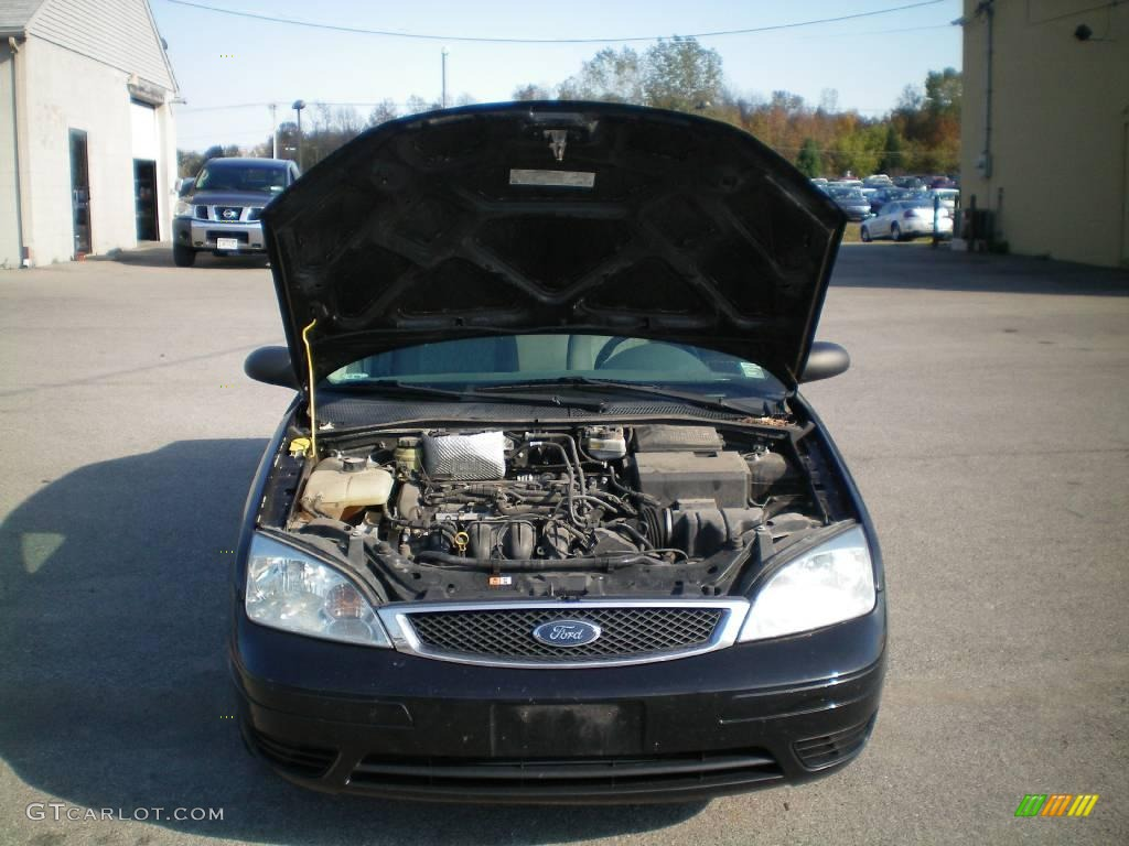 2005 Focus ZX4 SE Sedan - Pitch Black / Dark Flint/Light Flint photo #13