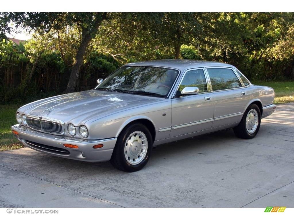 Lovely Platinum Silver Jaguar XJ. Jaguar XJ Vanden Plas