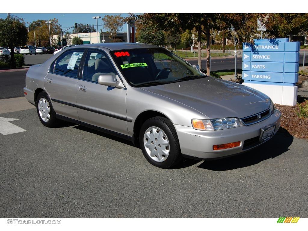 Great 1996 Accord LX Sedan   Heather Mist Metallic / Beige Photo #1