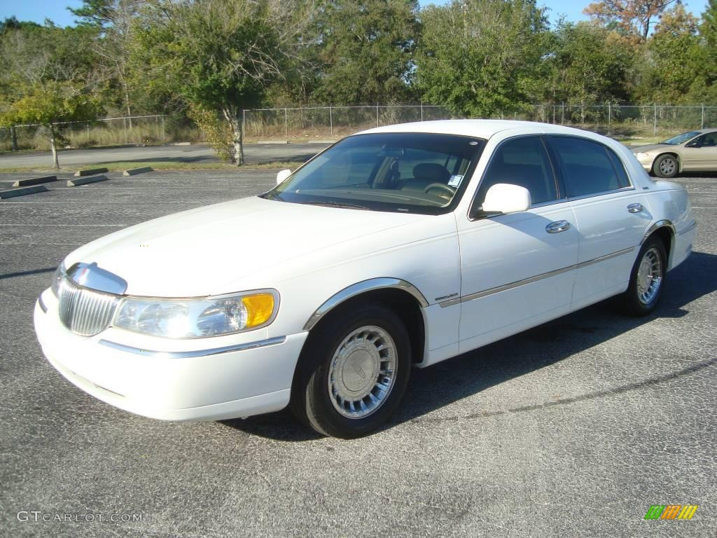 1998 white pearl metallic lincoln town car executive. Black Bedroom Furniture Sets. Home Design Ideas