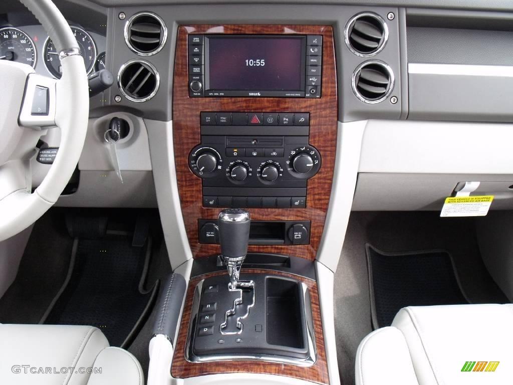2010 Brilliant Black Crystal Pearl Jeep Commander Limited 21379936 Photo 18