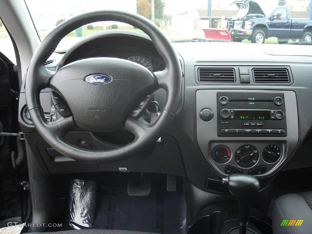 2005 Focus ZX3 SES Coupe - Pitch Black / Dark Flint/Light Flint photo #16