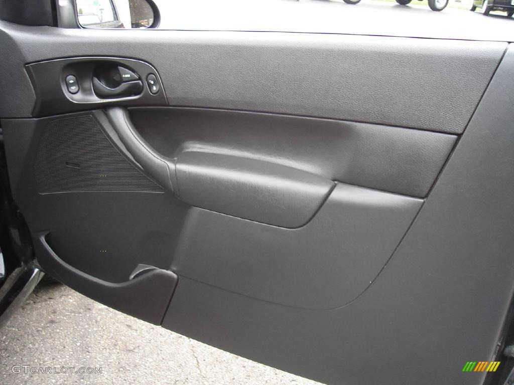 2005 Focus ZX3 SES Coupe - Pitch Black / Dark Flint/Light Flint photo #18