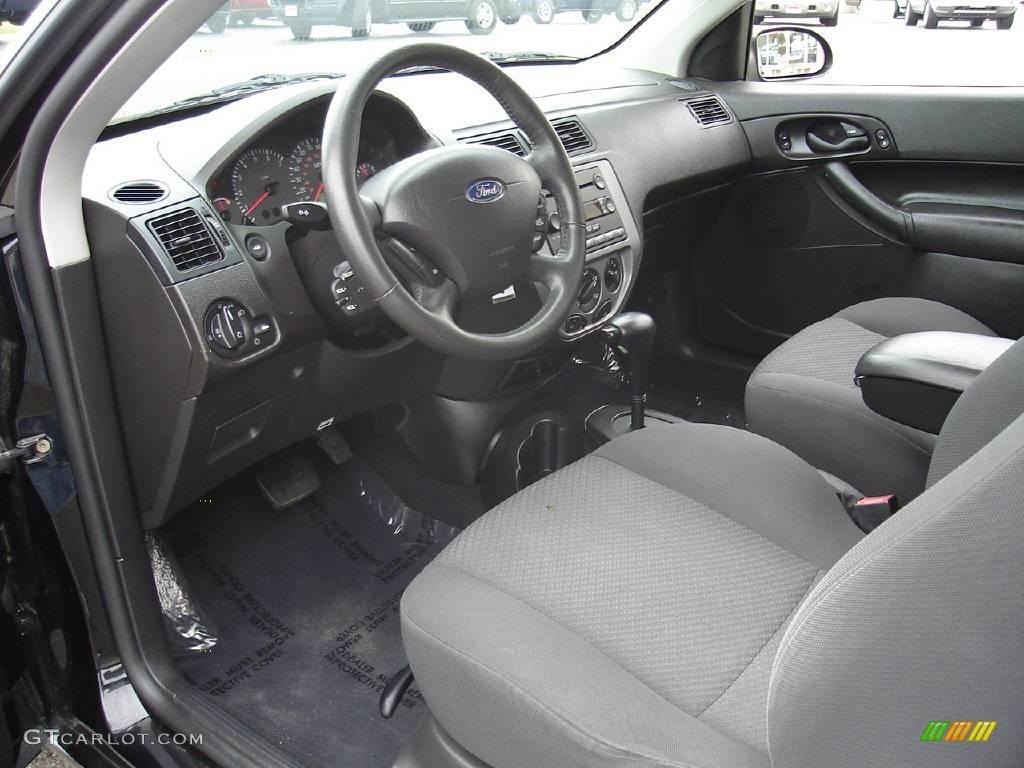 2005 Focus ZX3 SES Coupe - Pitch Black / Dark Flint/Light Flint photo #22