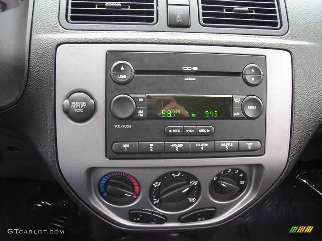 2005 Focus ZX3 SES Coupe - Pitch Black / Dark Flint/Light Flint photo #26