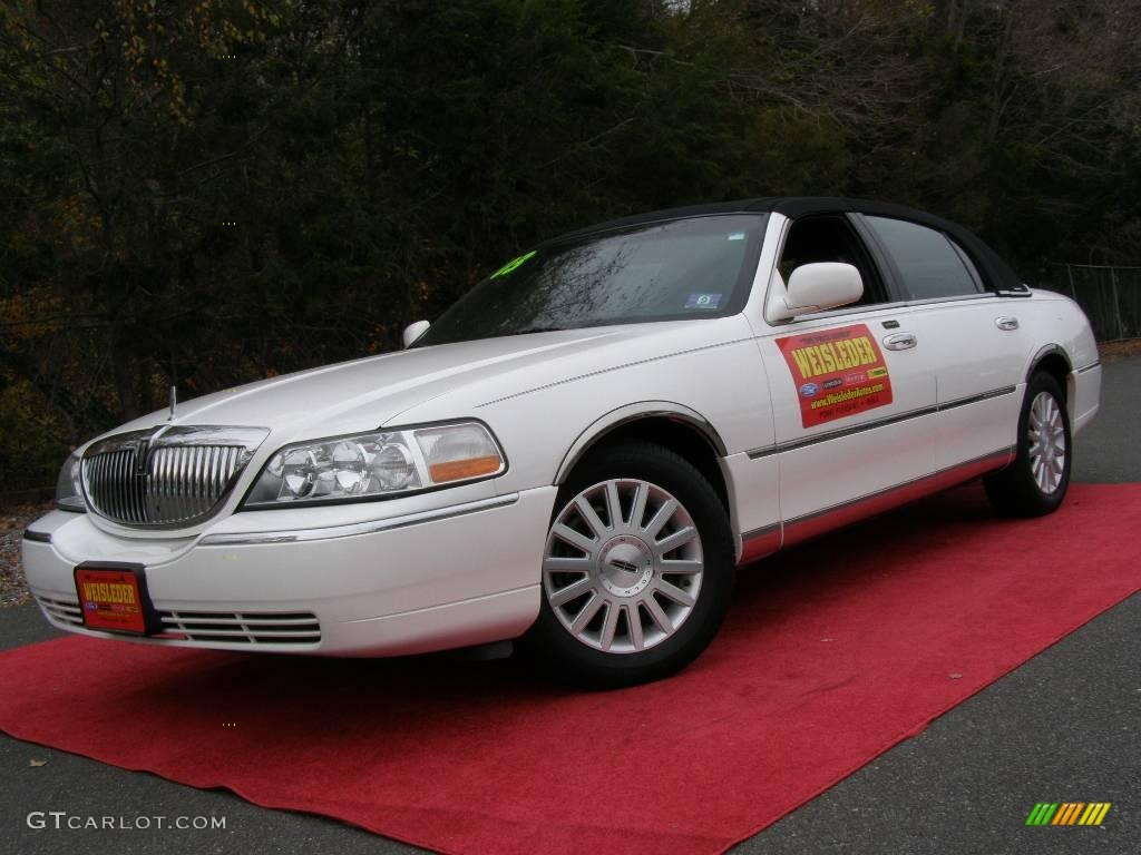 2003 Vibrant White Lincoln Town Car Signature 21454610 Gtcarlot