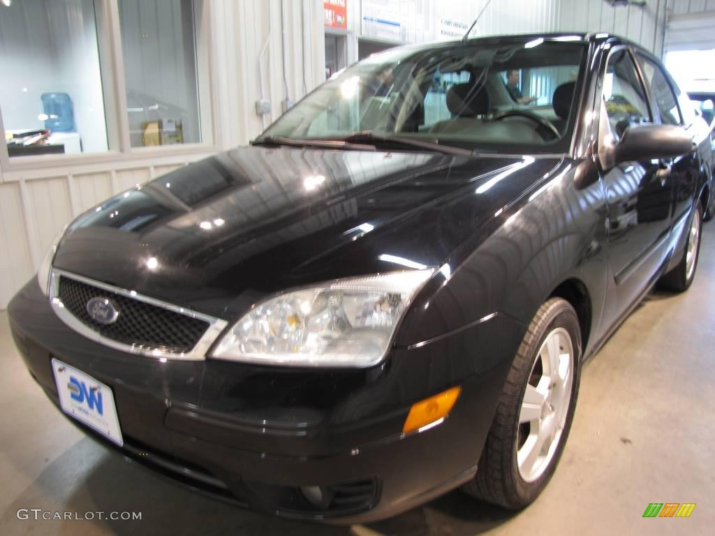 2005 Focus ZX4 SES Sedan - Pitch Black / Dark Flint/Light Flint photo #2