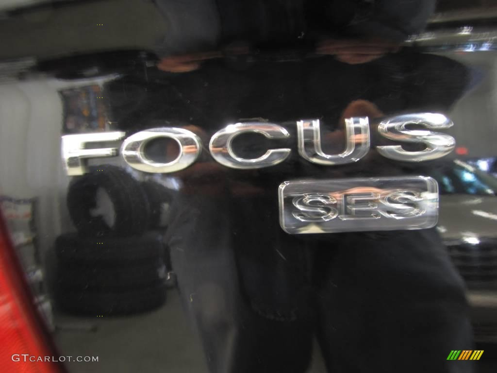 2005 Focus ZX4 SES Sedan - Pitch Black / Dark Flint/Light Flint photo #7