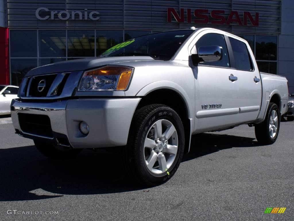 2010 radiant silver nissan titan le crew cab 4x4 21628908. Black Bedroom Furniture Sets. Home Design Ideas