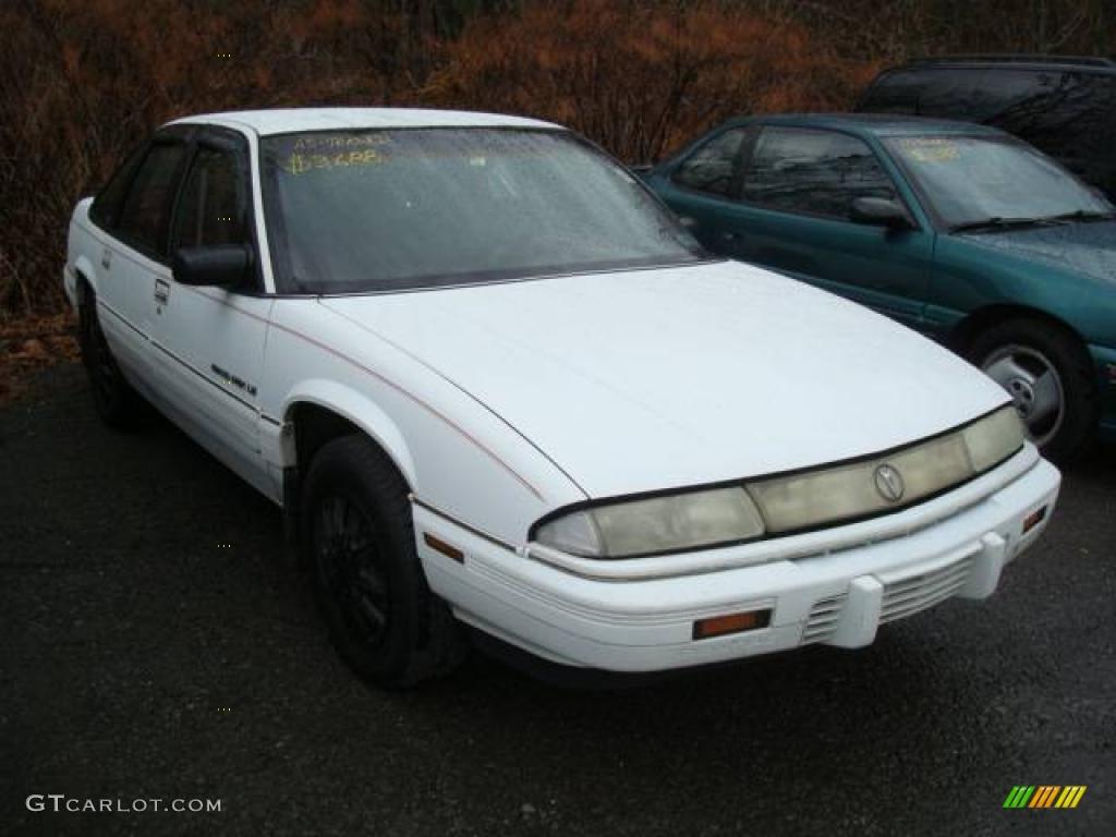 1992 Grand Prix LE Sedan - Bright White / Red photo #1