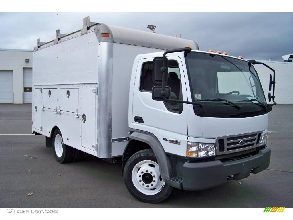 2007 lcf truck l45 commercial utility truck oxford white medium graphite photo 3