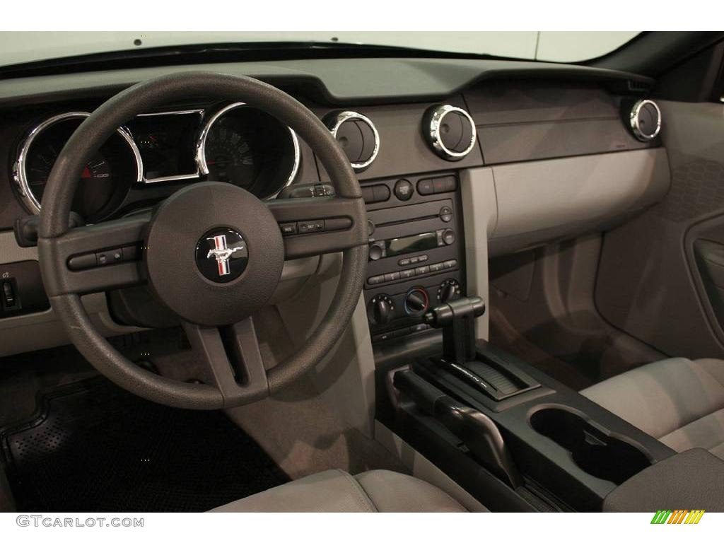 Light Graphite Interior 2006 Ford Mustang Gt Deluxe Convertible Photo 22616197
