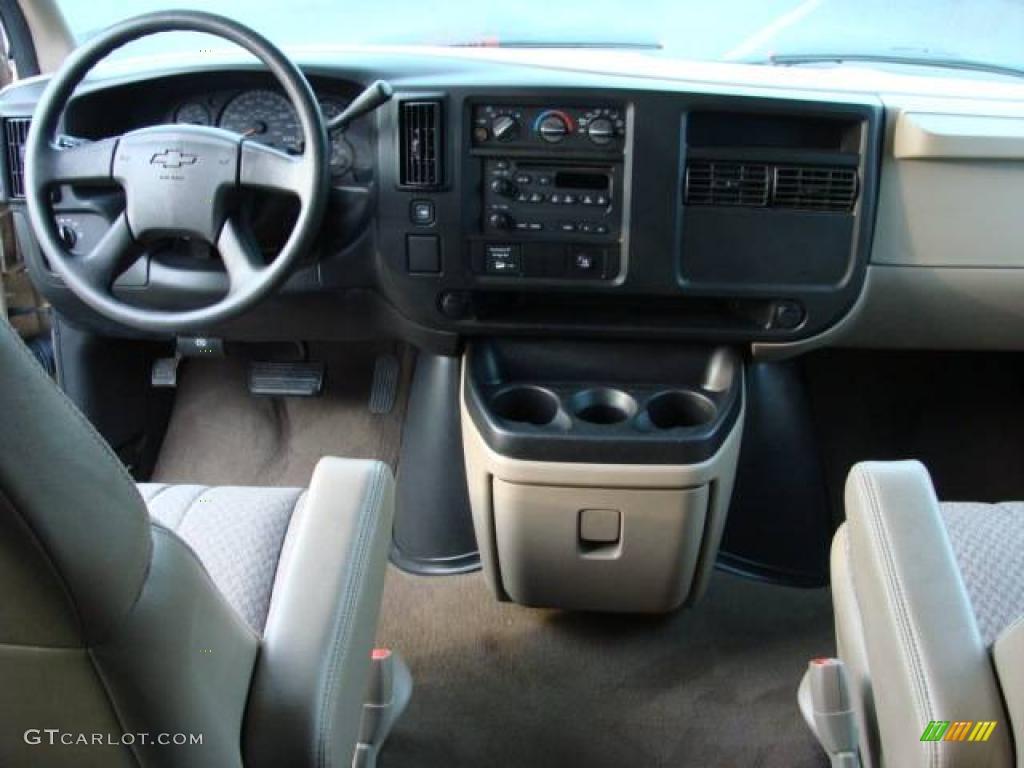 2005 Sandstone Metallic Chevrolet Express 3500 15