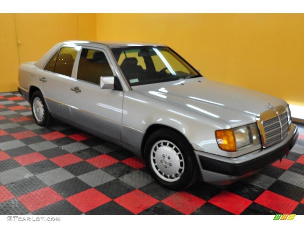 Car Paint Color Codes >> 1993 Silver Metallic Mercedes-Benz E Class 300 E Sedan #23655979 | GTCarLot.com - Car Color ...