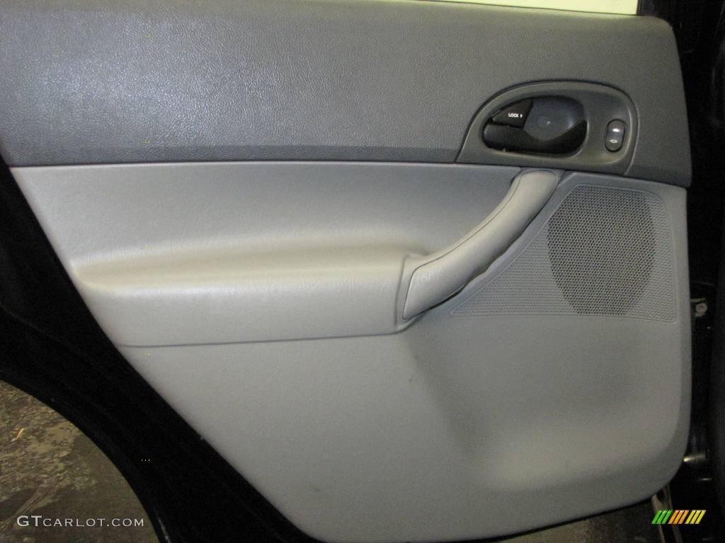 2005 Focus ZX4 SES Sedan - Pitch Black / Dark Flint/Light Flint photo #16