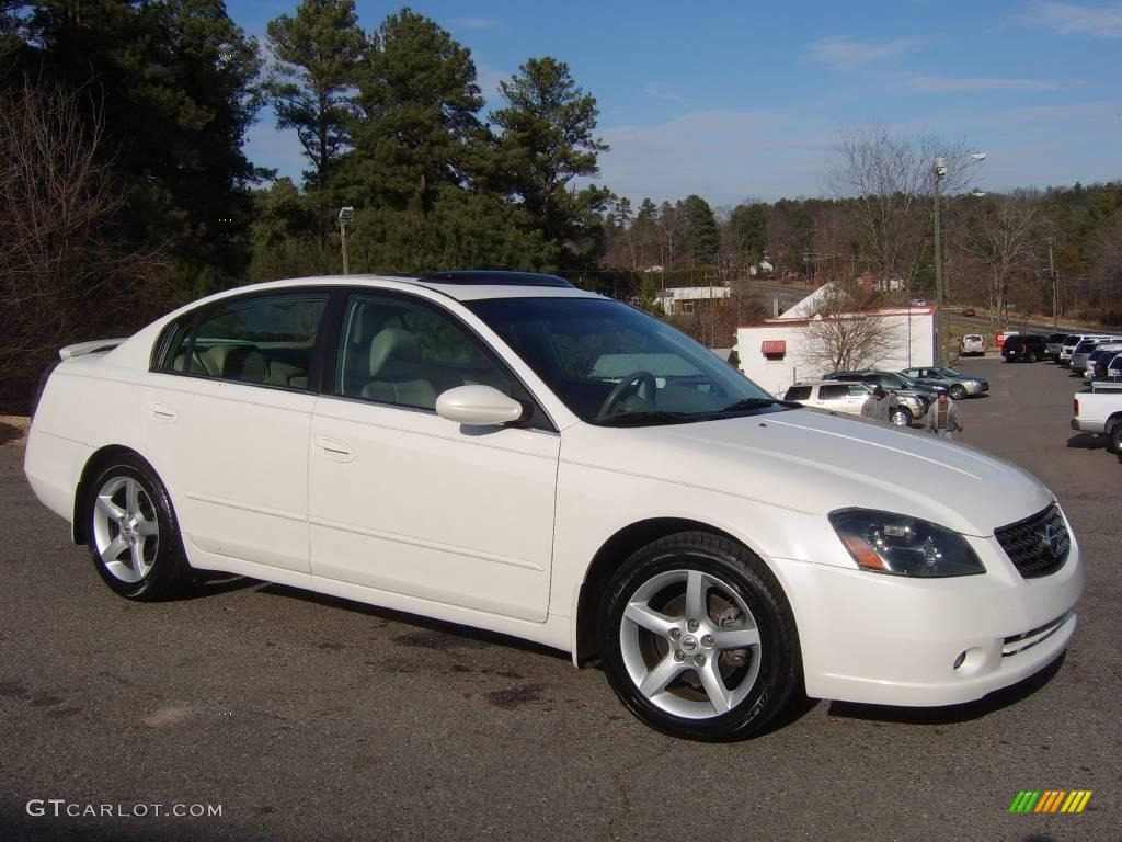 Awesome 2006 Altima 3.5 SE   Satin White Pearl / Blond Photo #3