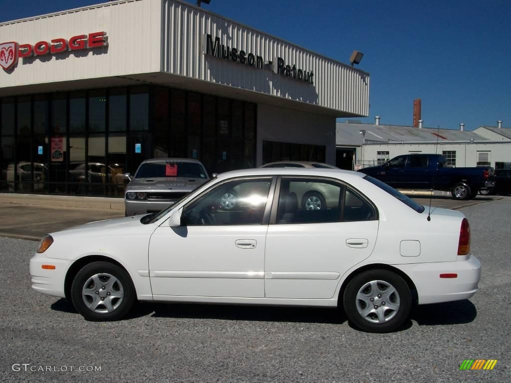 Noble White Hyundai Accent. Hyundai Accent GLS Sedan