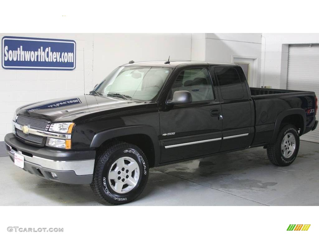 2005 Silverado 1500 Z71 Extended Cab 4x4 - Black / Dark Charcoal photo #1