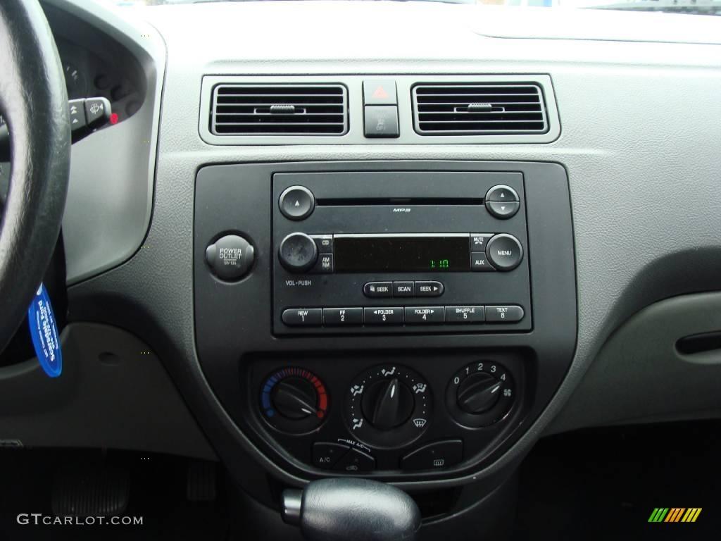 2005 Focus ZX4 SE Sedan - Pitch Black / Dark Flint/Light Flint photo #19