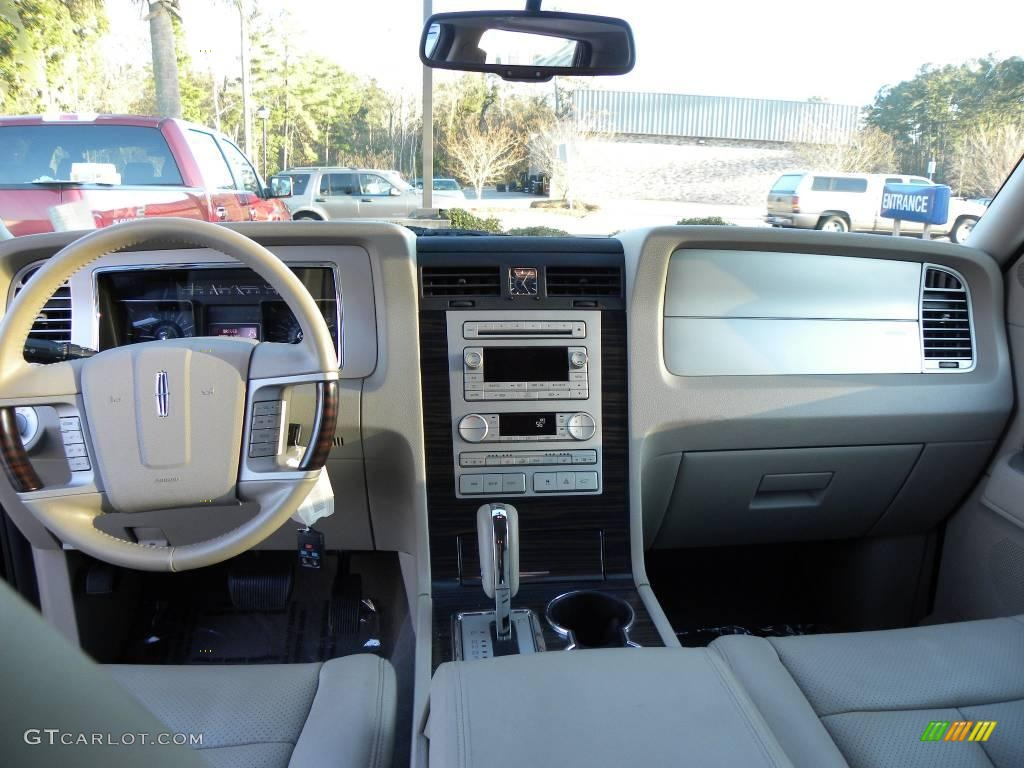 2007 Lincoln Navigator Luxury Camel Dashboard Photo #25548744