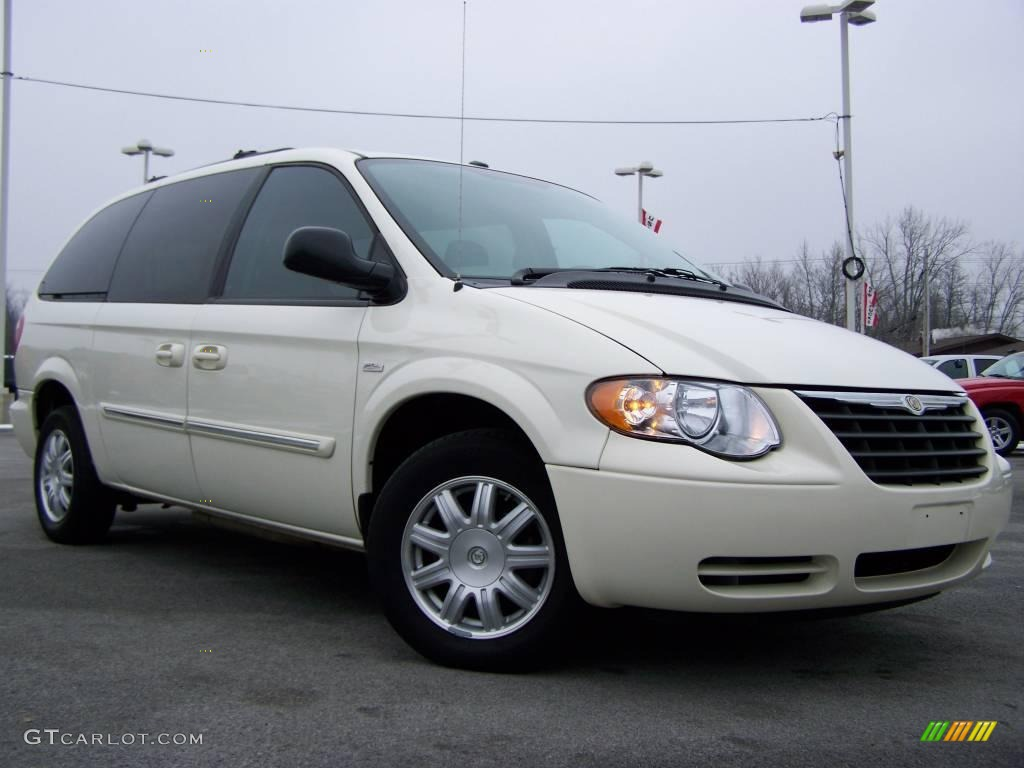 2007 cool vanilla white chrysler town country touring. Black Bedroom Furniture Sets. Home Design Ideas