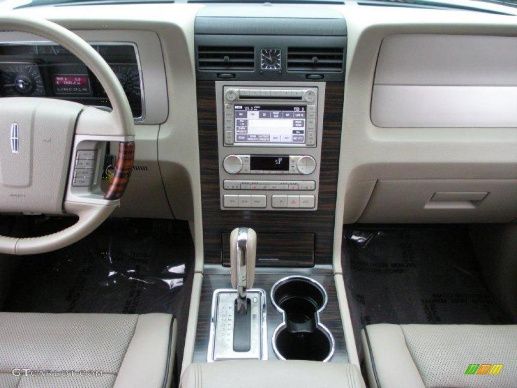 2007 Lincoln Navigator Luxury Stone Dashboard Photo #25751365