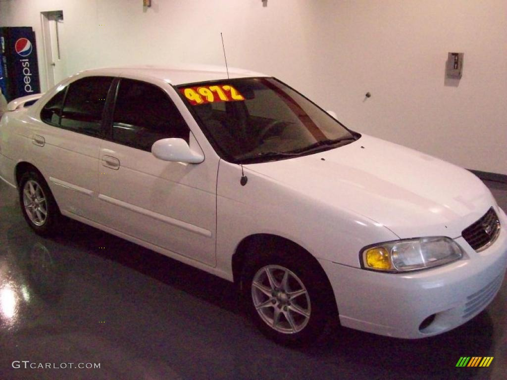 Perfect Avalanche White Nissan Sentra. Nissan Sentra GXE