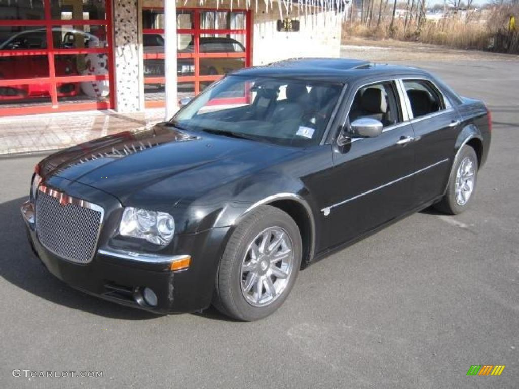 2005 300 C HEMI - Brilliant Black Crystal Pearl / Dark Slate Gray/Light Graystone photo #1
