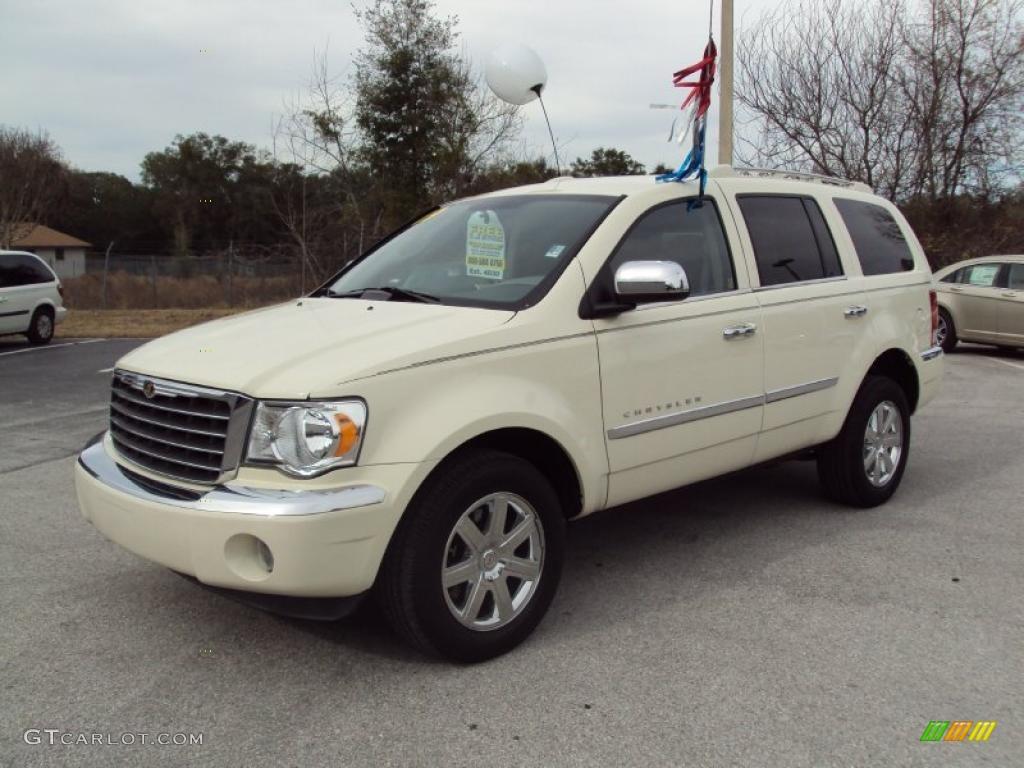 2009 Cool Vanilla Chrysler Aspen Limited 25792961