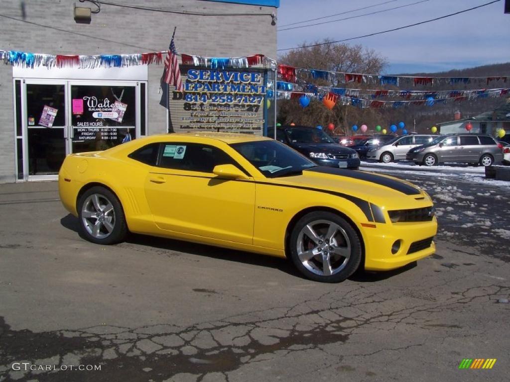 Rally yellow chevrolet camaro