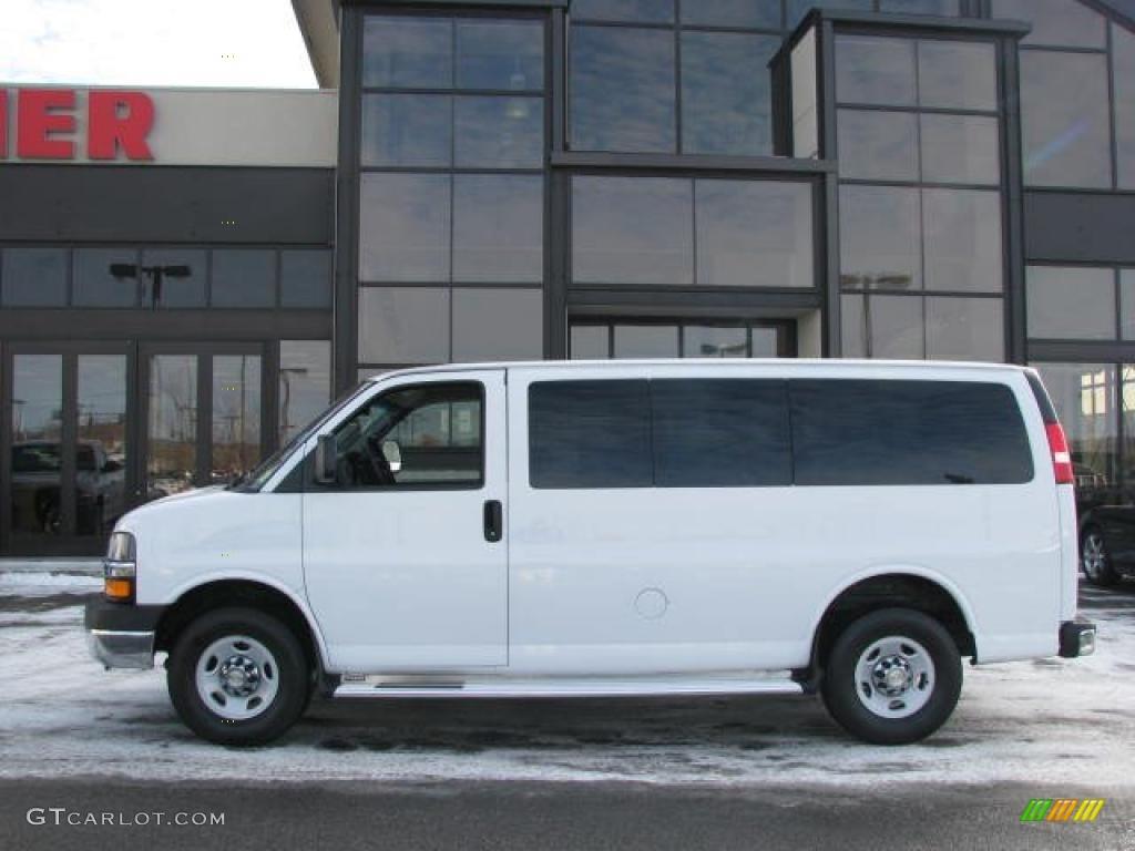 White Passenger Van 2009 Summit Whi...