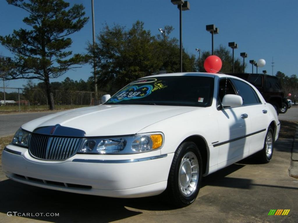1998 Vibrant White Lincoln Town Car Executive 26000305 Gtcarlot