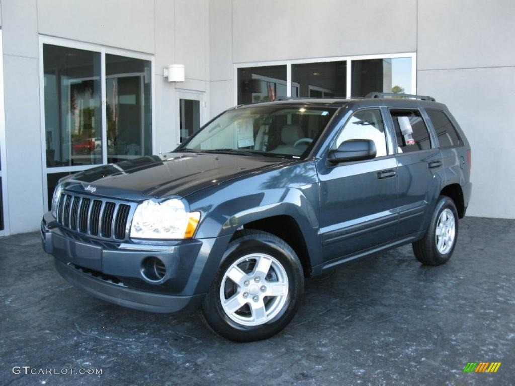 2006 Grand Cherokee Laredo - Midnight Blue Pearl / Medium Slate Gray photo #1