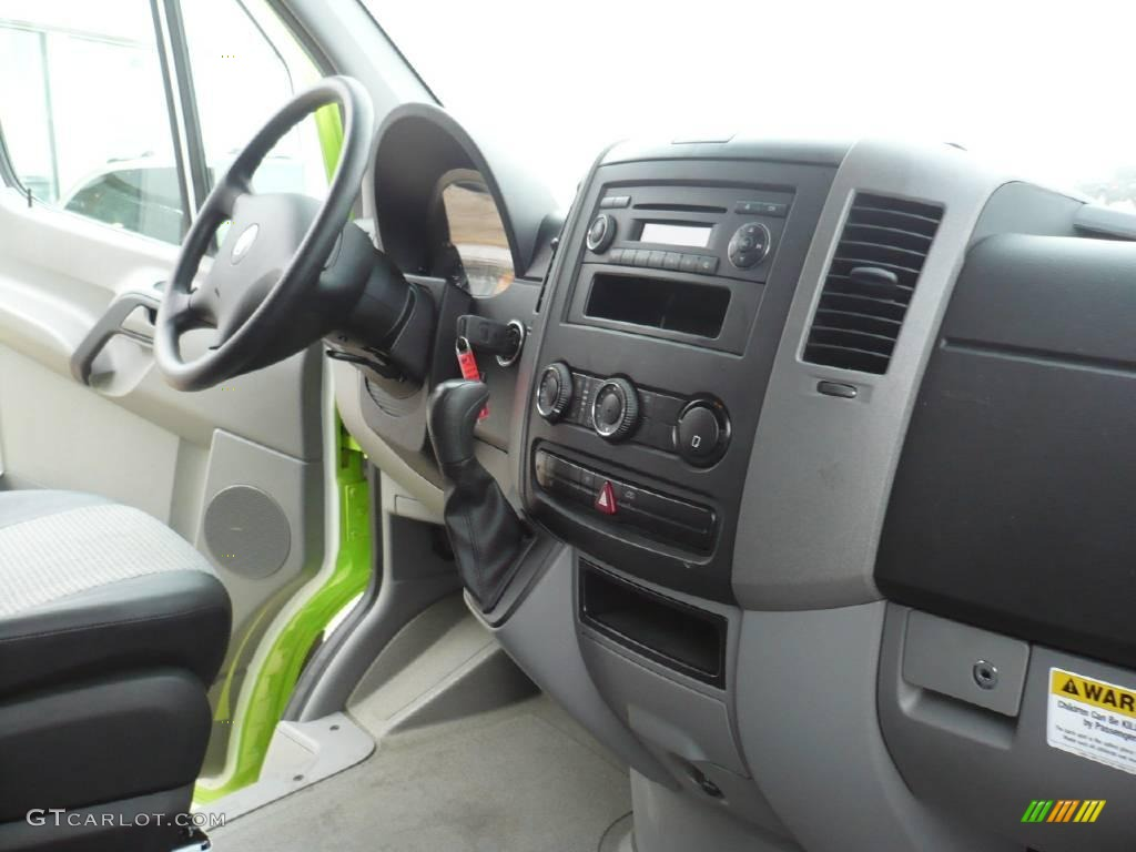 2008 lime green dodge sprinter van 3500 chassis commercial 25999671 photo 14. Black Bedroom Furniture Sets. Home Design Ideas