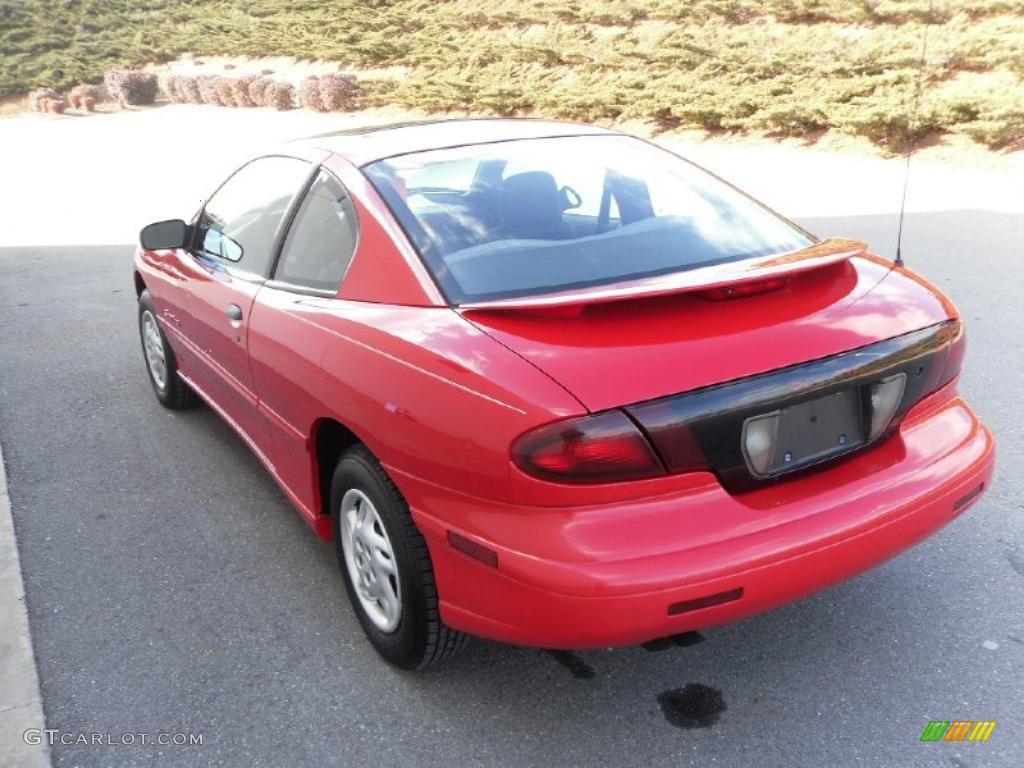 1998 Sunfire Se Coupe Bright Red Graphite Photo 2