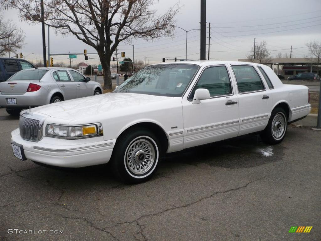 1996 performance white lincoln town car executive 26068173 photo 3 car color. Black Bedroom Furniture Sets. Home Design Ideas