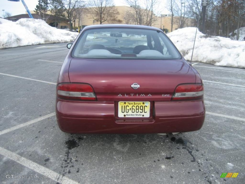 1997 Garnet Red Pearl Nissan Altima Gxe 26177542 Photo 5