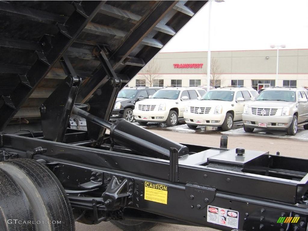 2004 C Series Kodiak C6500 Regular Cab Dump Truck - Summit White / Black photo #10